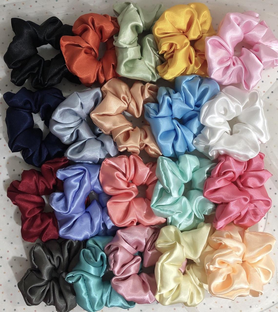 Giá Tiết Kiệm Khi Sở Hữu Cột Tóc Vải Scrunchies Loại Satin Bóng