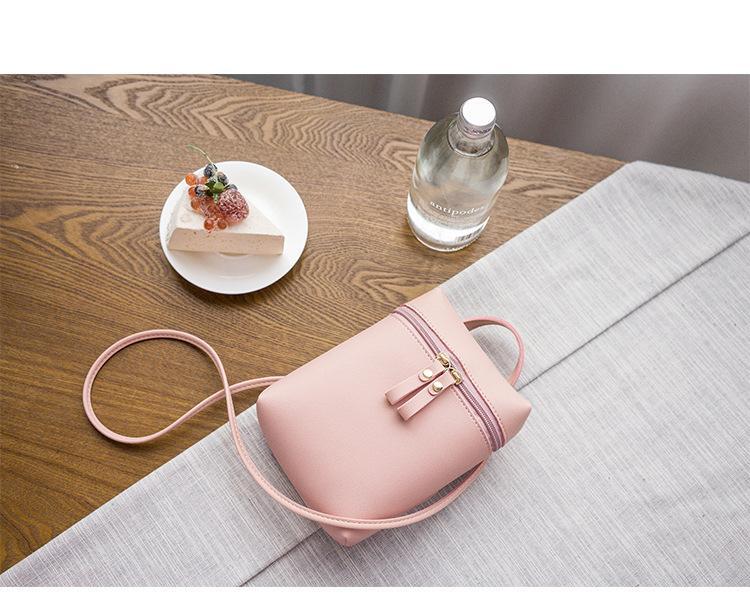 Túi đeo chéo kiểu dáng hộp khóa kéo tròn cá tính (Màu hồng)