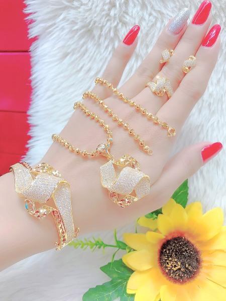 [Siêu Khuyến Mãi - Miễn Phí Ship] Bộ trang sức đính đá mạ vàng 18K cao cấp Free & Easy, thiết kế tinh xảo cao cấp sang trọng, thích hợp đi dự tiệc, mua làm quà tặng, trang sức hottrendFE.bo233
