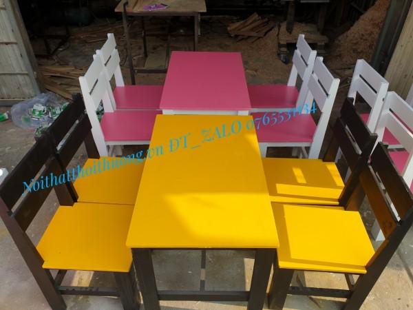 Bàn ghế gỗ sơn nhiều màu sắc, thích hợp bán trà sữa, nước ép,chất liệu gỗ thông và gỗ cao su, đánh bóng