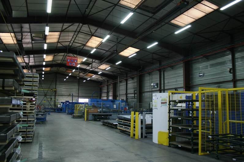 Bóng đèn led tuýp T8 chiếu sáng nhà xưởng